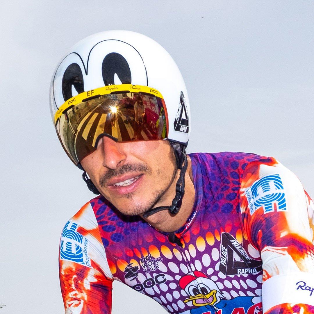 Bøde til EF Education teamet i Giro d'Italia for uregelmæssigt tøj