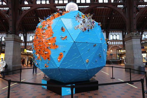 Kæmpe LEGO globus hylder børns kreativitet
